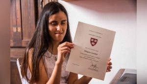 Pierde la vista y a su hermana pero no se rinde y es admitida en la universidad de Harvard