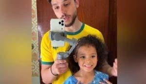 Graba un vídeo con su hija de 5 años para defenderla de quienes se ríen de su cabello