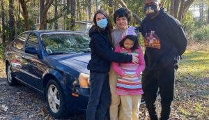 Repara autos completamente dañados para dárselos a las personas más pobres sin cobrarles nada