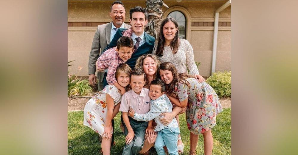 Adoptan a los 7 hermanitos que perdieron a sus padres en un accidente y estaban en un orfanato