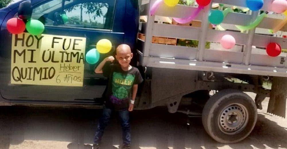 Un niño de 6 años celebra haber superado el cáncer – «Hoy fue mi última quimio»
