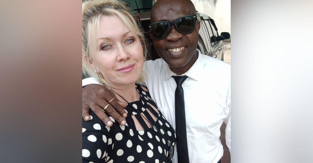 Celebra sus 26 años de matrimonio a pesar de que le dijeron que no sería feliz