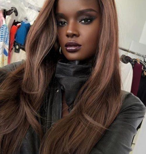 Joven modelo Barbie Negra