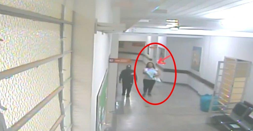Un héroe policía salva al bebé que llevaba en sus brazos una mujer vestida como enfermera